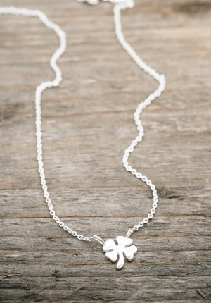 Silver necklace four leaf clover
