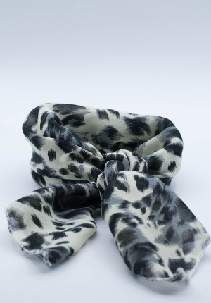 Scarf with leoprint