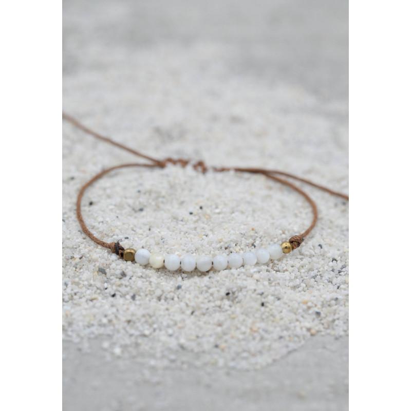 Armband med pärlor av snäcka