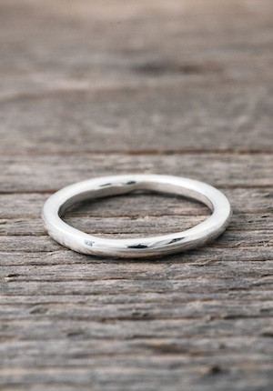 Silver ring round