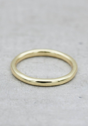 Gold ring round