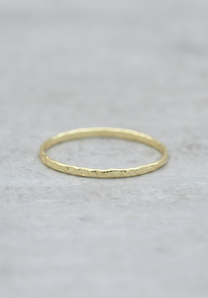 Gold ring hammered