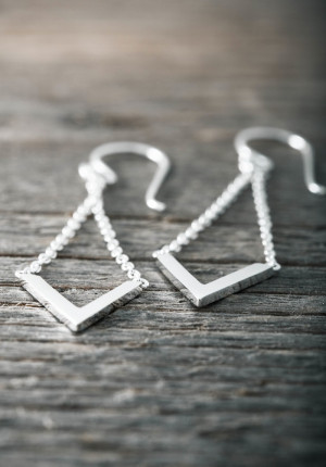 Silver earrings chain with V