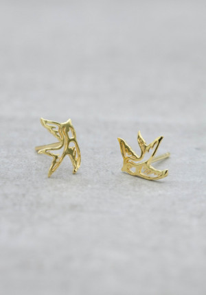 Gold earrings contour swallow